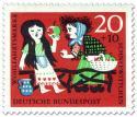 Stamp: Schneewittchen isst vergifteten Apfel