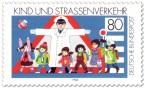 Stamp: Kinder auf der Straße mit Polizist