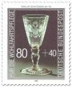 Stamp: Gläserner Pokal mit Schnittdekor